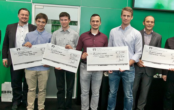 Engineering Newcomer 2016 Gewinner mit Preisgeld Checks in der Hand