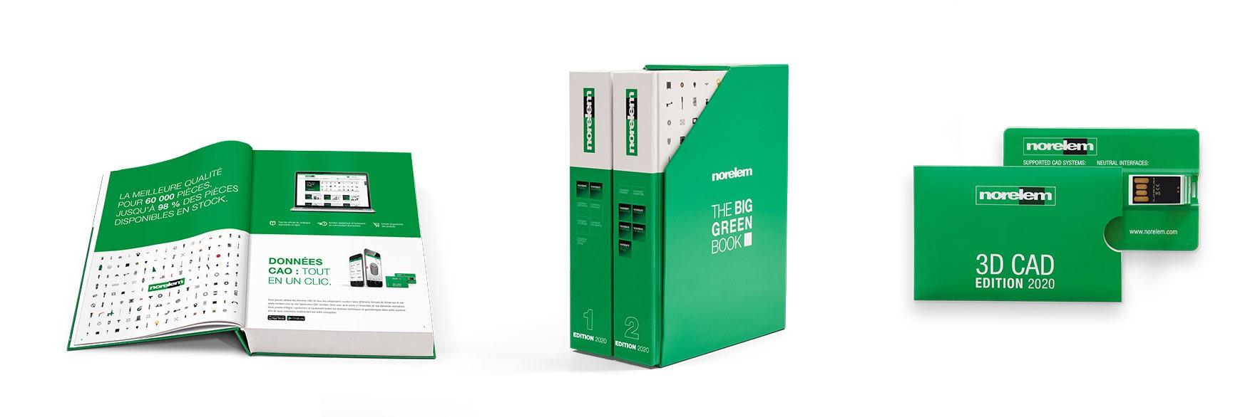 Bücher mit weiß grünem Einband mit dem Buchtitel THE BIG GREEN BOOK auf weißem Hintergrund französisch