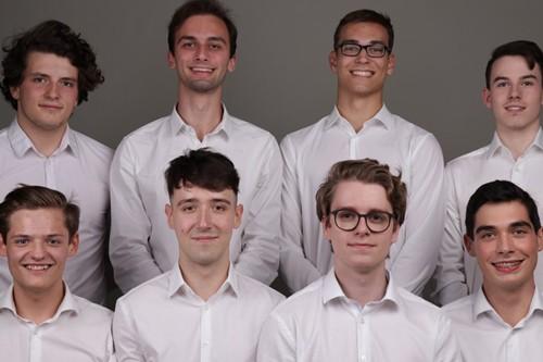 Acht norelem ACADEMY Studenten mit weißem Hemd